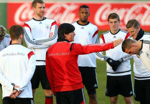 Joachim Low Cemaskan Cedera Trio Bayern Munich