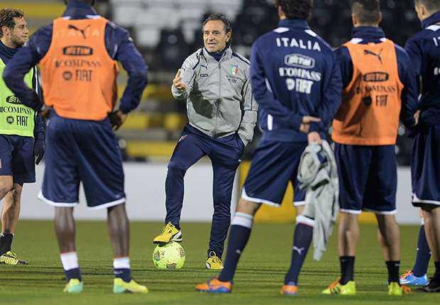 Pelatih tim nasional Italia, Cesare Prandelli Targetkan Final Piala Dunia