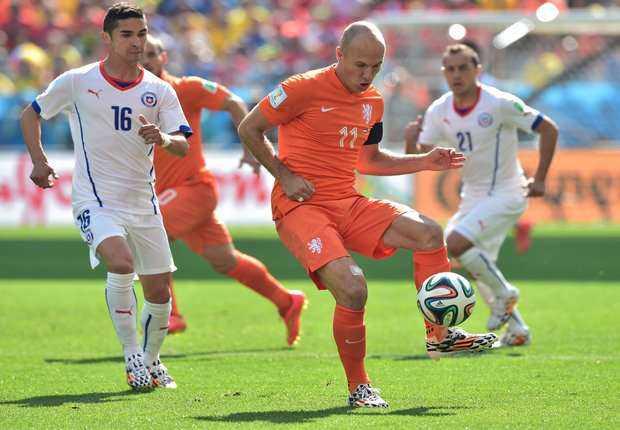 Atasi Cili, Belanda juara Grup B