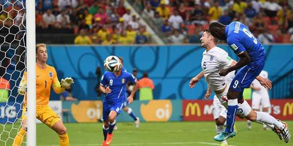 Mario Balotelli Bawa Italia Kalahkan Hajar Inggris 2-1
