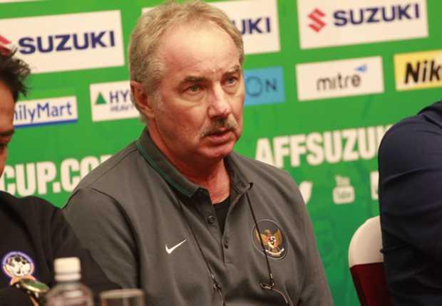 Alfred Riedl Tolak Latih Klub Bola Indonesia