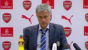 mourinho-yakin-blues-juara-epl