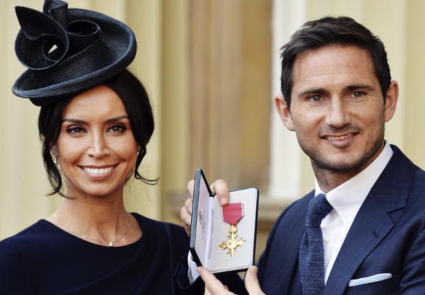 Frank Lampard menerima penghargaan dari Kerajaan Inggris