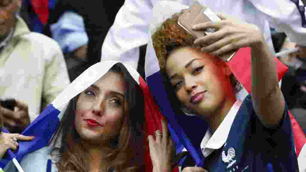 Cewek-Cewek Cantik Siap Hadir di Laga Jerman vs Prancis2