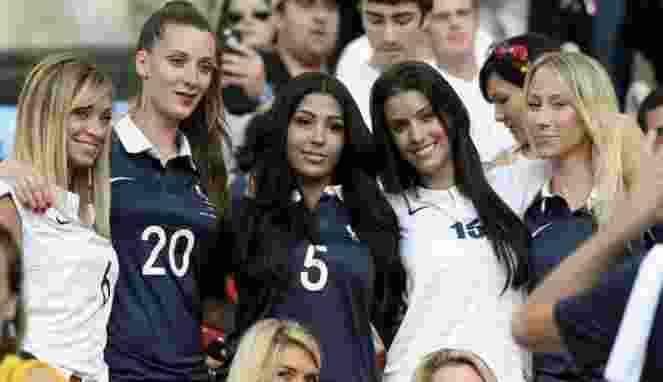 Cewek-Cewek Cantik Siap Hadir di Laga Jerman vs Prancis7