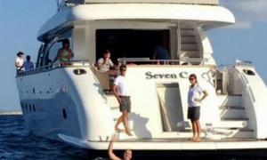 Demi Lionel Messi, Fans ini Berenang Sejauh 1 Kilometer