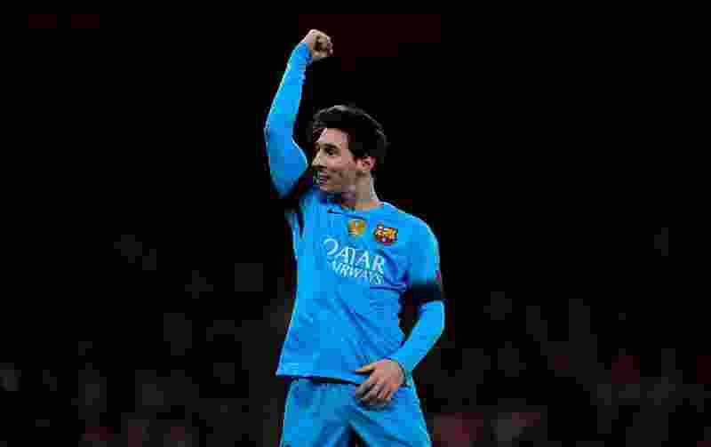 Barcelona's Argentinian forward Lionel Messi celebrates scoring his team's second goal from the penalty spot during the UEFA Champions League round of 16 1st leg football match between Arsenal and Barcelona at the Emirates Stadium in London on February 23, 2016.   Barcelona won the match 2-0. / AFP / JAVIER SORIANO