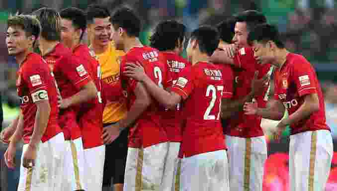 Guangzhou Evergrande's players celebrate after clinching the Chinese football championship in Beijing on October 31, 2015. Phil Scolari's Evergrande won 2-0 away to Beijing Guoan to finish two points clear of Sven-Goran Eriksson's Shanghai SIPG on a dramatic final day of the 2015 Chinese Super League season.        CHINA OUT         AFP PHOTO / STR        (Photo credit should read STR/AFP/Getty Images)