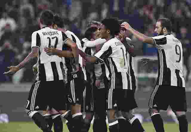 Football Soccer - Juventus v Sampdoria - Italian Serie A - Juventus stadium, Turin, Italy, - 26/10/16 - Juventus' Miralem Pjanic celebrates with teammates after scoring against Sampdoria.  REUTERS/Giorgio Perottino