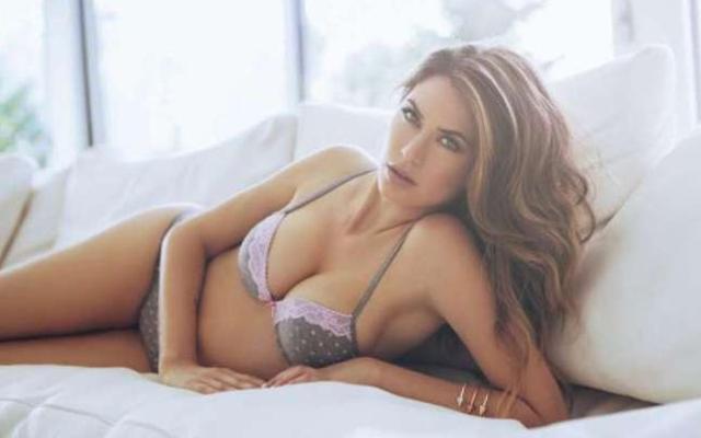 Melissa Satta, WAGs AC Milan Tampil Seksi Saat Jadi Model Pakaian Dalam1