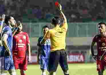 Daftar Keputusan-Keputusan Kontroversial Wasit di Liga 1 Indonesia