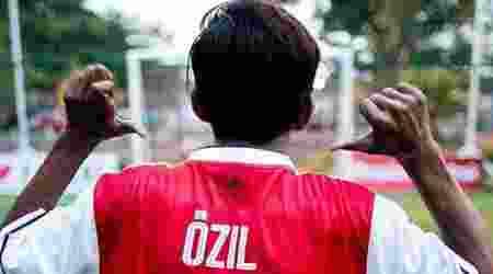 Mesut Ozil Terketuk Hatinya Dengan Bocah Asal Indonesia Ini
