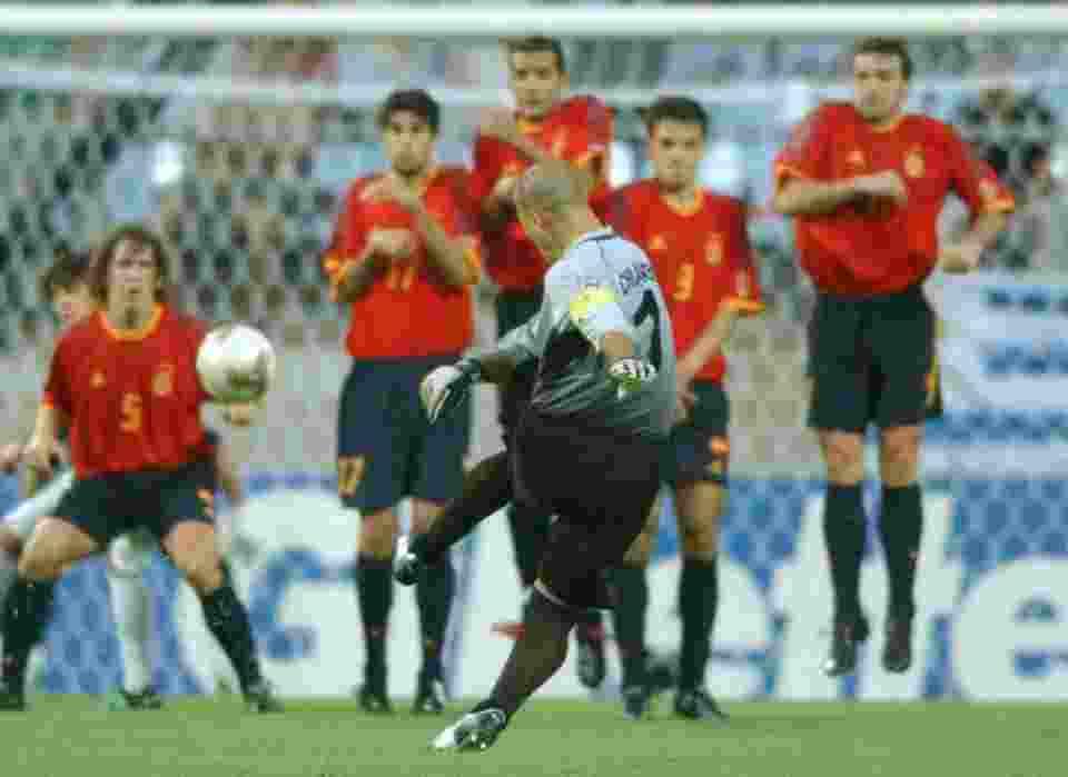 Deretan Pesepak Bola era 90an yang Tak Pernah Tergantikan6