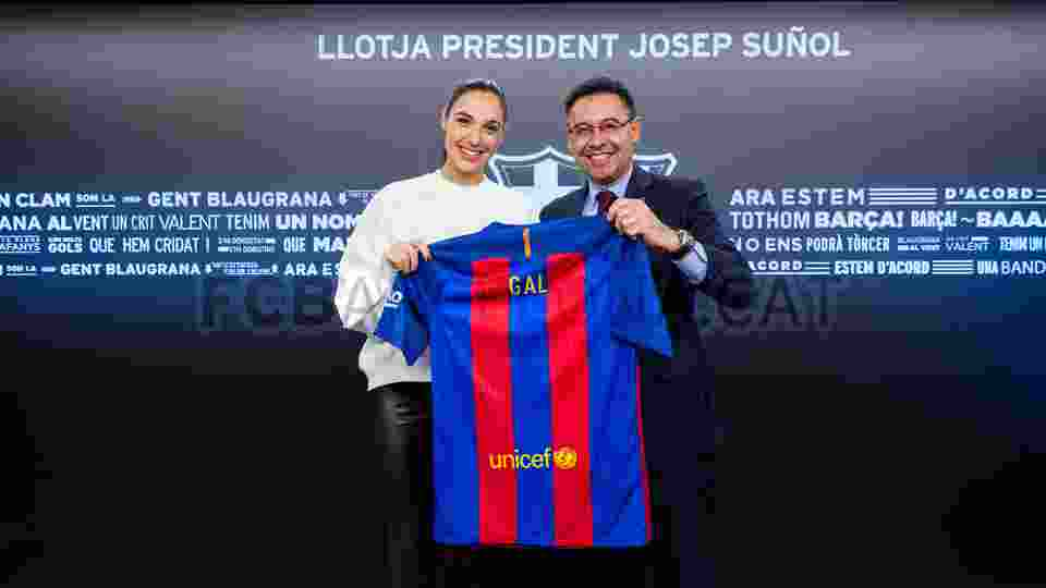 Gal Gadot, Wonder Women yang Fans Berat Barcelona1