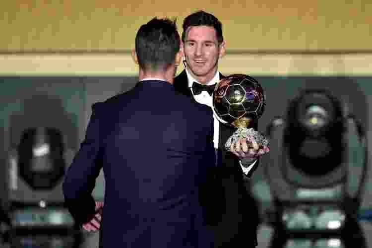 Ini Besarnya Gaji yang DIterima Messi dan Ronaldo Dalam Setahun