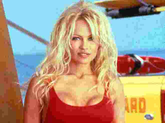 Pemain Bola ini Sukses Kencani Pamela Anderson