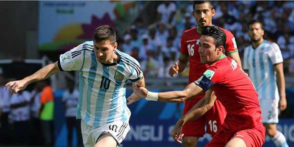 Kapten Iran Langgar Perintah untuk Dapatkan Kaos Messi