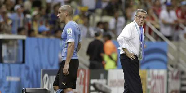 Maxi Pereira Penerima Kartu Merah Pertama Di Piala Dunia 2014