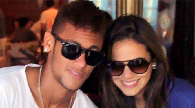 pacar-neymar-da-silva-hobby-berfoto-selfie