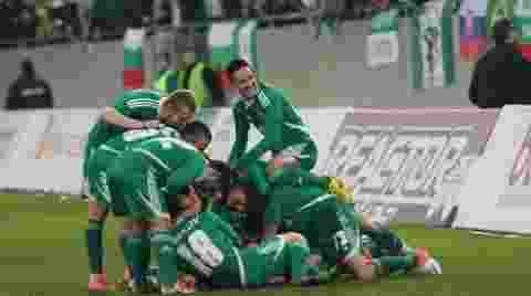 aksi-kungfu-pemain-belakang-di-liga-bulgaria